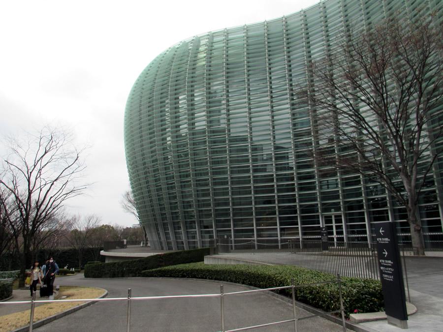 東京・新国立美術館